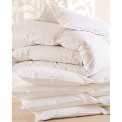 Lot de 5 couettes 240x220 cm 250g blanc 100% polyester microfibres toucher peau de pêche