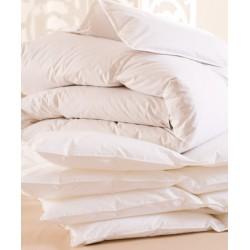 Lot de 5 couettes 160x220 cm 400g blanc 100% polyester microfibres toucher peau de pêche