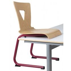 Chaise Tiphaine coque bois appui sur table pieds luge alu
